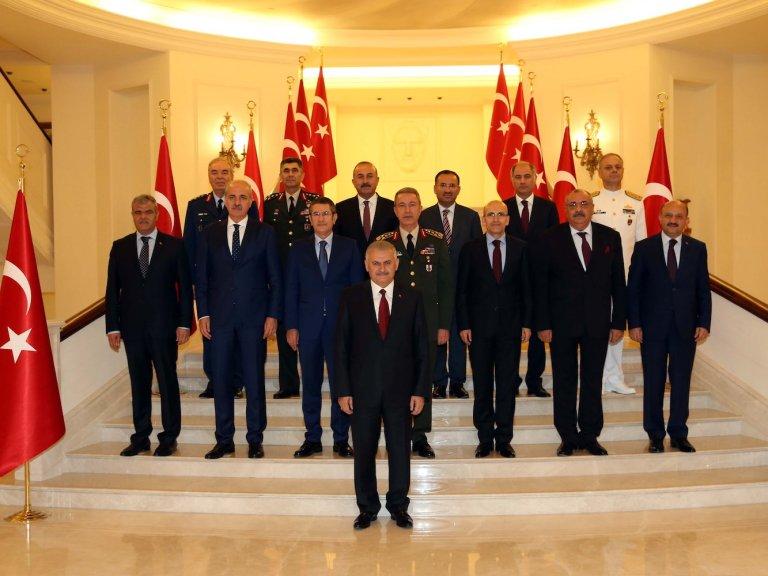 Η πολιτικοποίηση του Ανωτάτου Στρατιωτικού Συμβουλίου -που πλέον συνεδριάζει στο Προεδρικό Μέγαρο αντί του Γενικού Επιτελείου- επιτρέπει την ταχύτερη ανέλιξη αξιωματικών φιλικά προσκείμενων προς την ισλαμική κυβέρνηση,